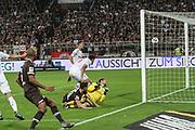 Fussball: 2. Bundesliga, FC St. Pauli - Holstein Kiel 2:1, Hamburg, 26.08.2019<br /> James Lawrence (Pauli, m.) erzielt das 2:0<br /> © Torsten Helmke
