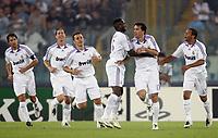 Fotball<br /> UEFA Champions League<br /> 03.10.2007<br /> Foto: Inside/Digitalsport<br /> NORWAY ONLY<br /> <br /> Lazio v Real Madrid 2-2<br /> <br /> Ruud Van Nistelrooy celebrates scoring with teammates (From L To R) Raul Gonzalez, Guti, Fabio Cannavaro, Mahamadou Diarra, Marcelo (R)