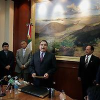 Toluca, Mex.- Humberto Benitez Treviño, Secretario General de Gobierno, toma la protesta a Emmanuel Villicaña Estrada, quien fungirá como subsecretario de asuntos jurídicos de la Secretaría General de Gobierno, en tanto que Miguel Ángel Osorno Zarco, ex comisionado de derechos humanos en el Estado de México, asume el cargo de contralor interno de la dependencia. Agencia MVT / Javier Rodriguez. (DIGITAL)<br /> <br /> <br /> <br /> <br /> <br /> <br /> <br /> NO ARCHIVAR - NO ARCHIVE