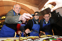 Germany, Freiburg - November 22, 2018.Freiburg's MayorMartin Horn, opens the Christmas market at Rathaus Platz in Freiburg. It is one of the first big Christmas markets to open in Germany this year. (Credit Image: © Antonio Pisacreta/Ropi via ZUMA Press)