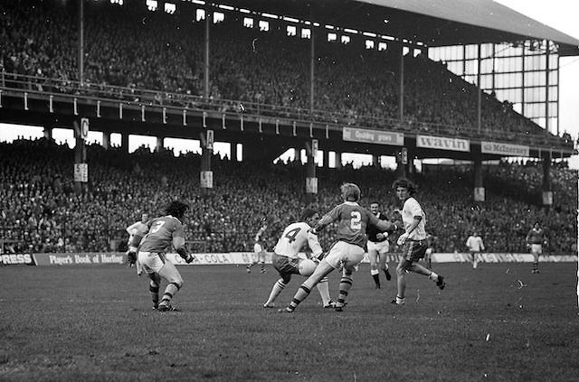 The ball slips between Kerry and Dublin players near the Kerry goalmouth during the All Ireland Senior Gaelic Football Final, Kerry v Dublin in Croke Park on the 28th September 1975. Kerry 2-12 Dublin 0-11.<br />