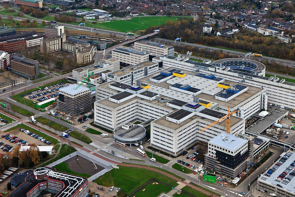 Nederland, Limburg, Maastricht, 15-11-2010;.Het terrein van het Academisch Ziekenhuis met rijksweg A2 boven in beeld, The site of the Academic Hospital Maastricht. Roadway A2 top..luchtfoto (toeslag), aerial photo (additional fee required).foto/photo Siebe Swart