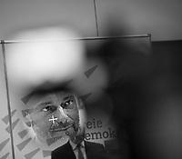 DEU, Deutschland, Germany, Berlin, 11.12.2018: FDP-Partei- und Fraktionschef Christian Lindner bei einem Pressestatement vor der Fraktionssitzung der FDP im Deutschen Bundestag.