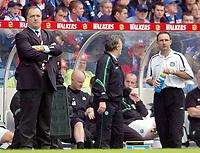 Fotball: Rangers v Celtic, Scottish Premier League, Ibrox Stadium, Glasgow.<br />Pic Ian Stewart, Sunday 30th. September, 2001.<br />Advocaat not happy as O'Neil and Robertson talk tactics