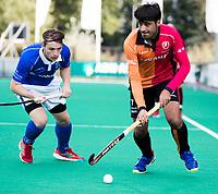 ROTTERDAM - Rizwan Muhammad (Oranje-Rood) met Ties Ceulemans (Kampong)  tijdens de wedstrijd om de derde plaats , Kampong- Oranje Rood , bij de ABN AMRO cup. COPYRIGHT KOEN SUYK