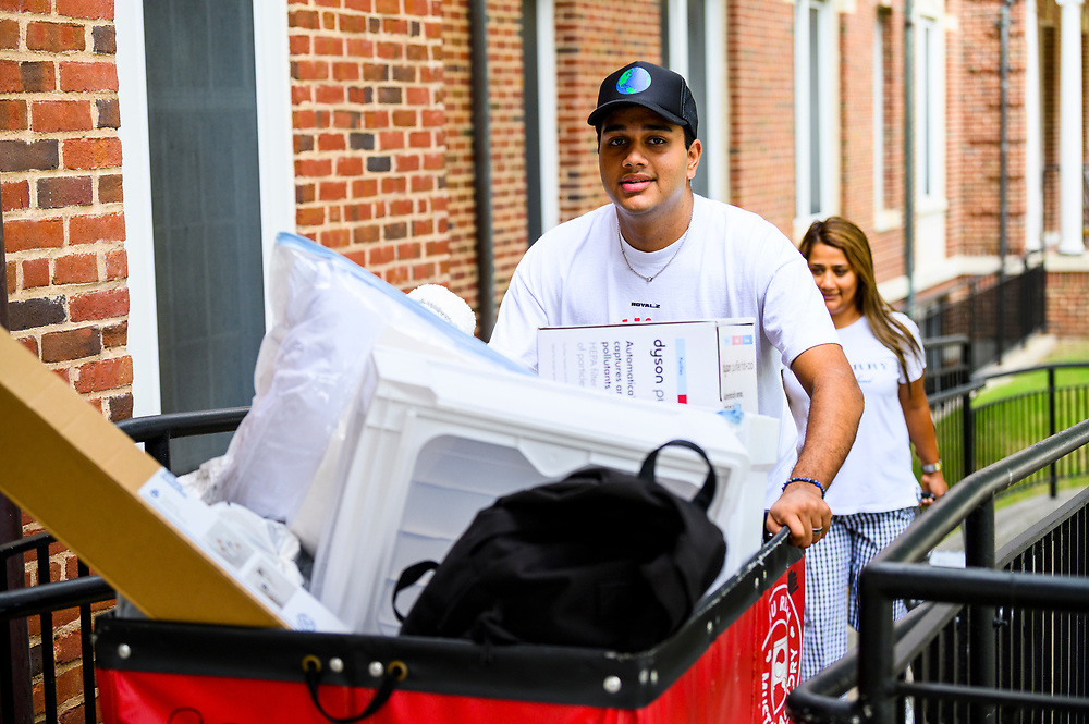SMU Class of 2025 first year students move into their assigned residential commons, Tuesday, August 17, 2021 on the SMU Campus.