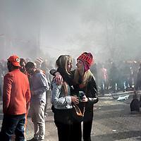 Nederland, Amsterdam , 27 april 2015.<br /> Vreugde maar ook verdriet tijdens Koningsdag zoals hier op de foto op de hoek Prinsengracht, Bloemgracht<br /> Foto:Jean-Pierre Jans