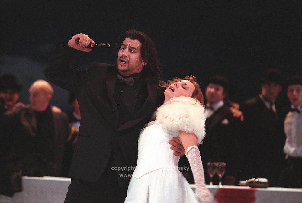 "Royal Opera in Donizetti's ""Lucia di Lammermoor""<br /> <br /> Lucia: Andrea Rost<br /> Edgardo: Marcelo Alvarez<br /> <br /> Director: Christof Loy<br /> Designs: Herbert Murauer<br /> Lighting: Rheinhard Traub"