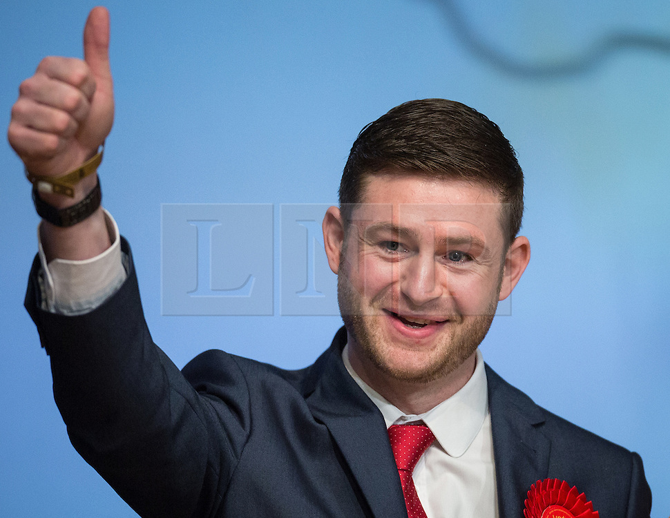 © Licensed to London News Pictures . 04/12/2015 . Oldham , UK . Labour candidate JIM MCMAHON gives a thumbs up at the count at the Oldham West and Royton by-election , at the Queen Elizabeth Hall in Oldham . The by-election was called following the death of MP Michael Meacher . Photo credit : Joel Goodman/LNP