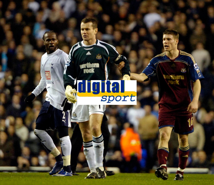 Photo: Ed Godden/Sportsbeat Images.<br /> Tottenham Hotspur v Newcastle United. The Barclays Premiership. 14/01/2007. Spurs' Pascal Chimbonda (L) and Newcastle keeper, Shay Given, have words on the centre spot.