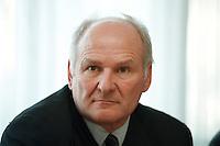 04 FEB 1998, BONN/GERMANY:<br /> Dr. Claus Hipp, Hipp Werke Georg Hipp & Co. KG, Vizepräsident der Indusrtie- und Handelskammer München und Oberbayern, Pressekonferenz zu Öko Audit, DIHT<br /> IMAGE: 19980204-02/01-34