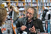 Nederland, Nijmegen, 7-3-2020  Bij boekhandel Dekker vd Vegt wordt Thomas Verbogt geinterviewed door Annemarie Haverkamp naar aanleiding van zijn nieuwste boek Als je de stilte ziet .  Foto: Flip Franssen