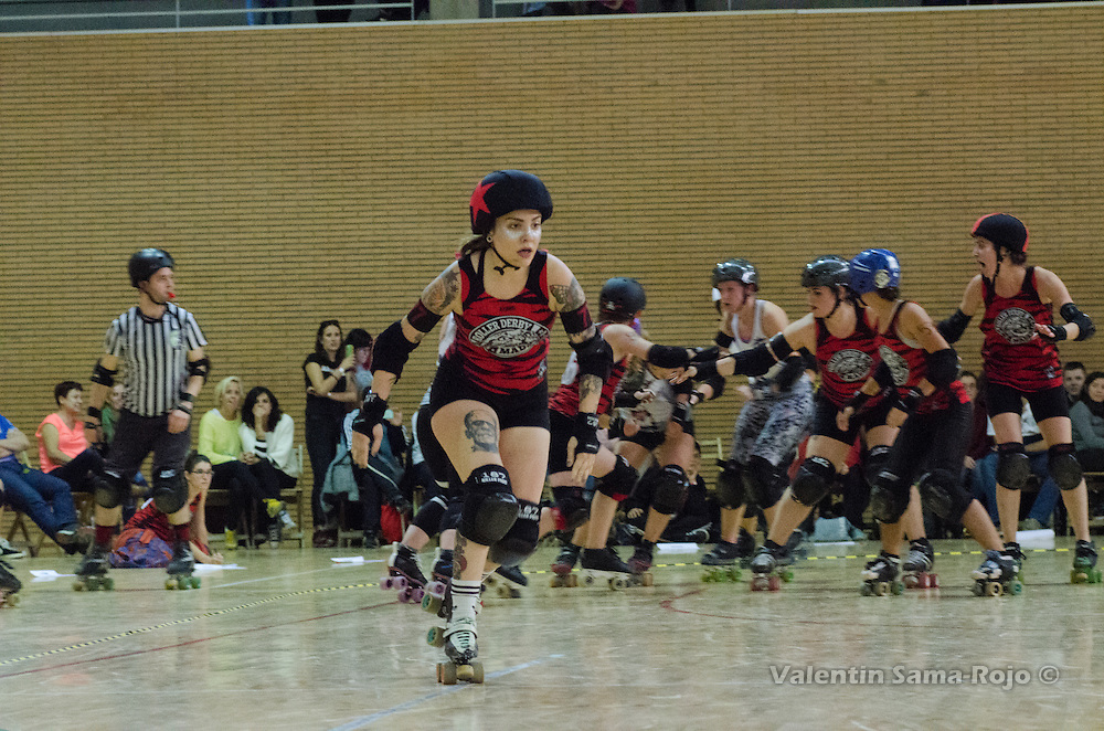 Madrid, Spain. 15th October, 2016. Jammer of Roller Derby Madrid, #77 Cerilla, sprinting during the match against The Rolling Candies.