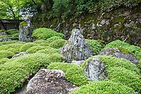 """Chion-in Hojo Garden is in the chisen kansyo style pond garden and designed in the early Edo period by Gyokuen and Ryoami, who were connected to garden master Kobori Enshu.  Kyoto prefecture has designated the garden as """"Famous Scenic Spot"""""""