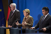 05 NOV 2015, BERLIN/GERMANY:<br /> Horst Seehofer, CDU, Vorsitzender der CSU und Ministerpraesiden Bayern, Angela Merkel, CDU Bundesvorsitzende und Bundeskanzlerin, und Sigmar Gabriel, SPD Parteivorsitzender und Bundeswirtschaftsminister, (v.L.n.R.), waehrend einem Statement zu den Ergebnissen einer Besprechung der Vorsitzenden der die Regierungskoalition tragenden Parteien zur Einrichtung von Registrierzentren fuer Fluechtlinge, Bundeskanzleramt<br /> IMAGE: 20151105-02-016