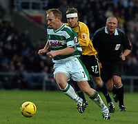 Fotball<br /> England 2004/22005<br /> Foto: SBI/Digitalsport<br /> NORWAY ONLY<br /> <br /> Oxford United v Yeovil Town<br /> Coca-Cola League 2. 15/01/2005.<br /> <br /> Paul Terry (Yeovil) breaks from Oxfords Barry Quinn