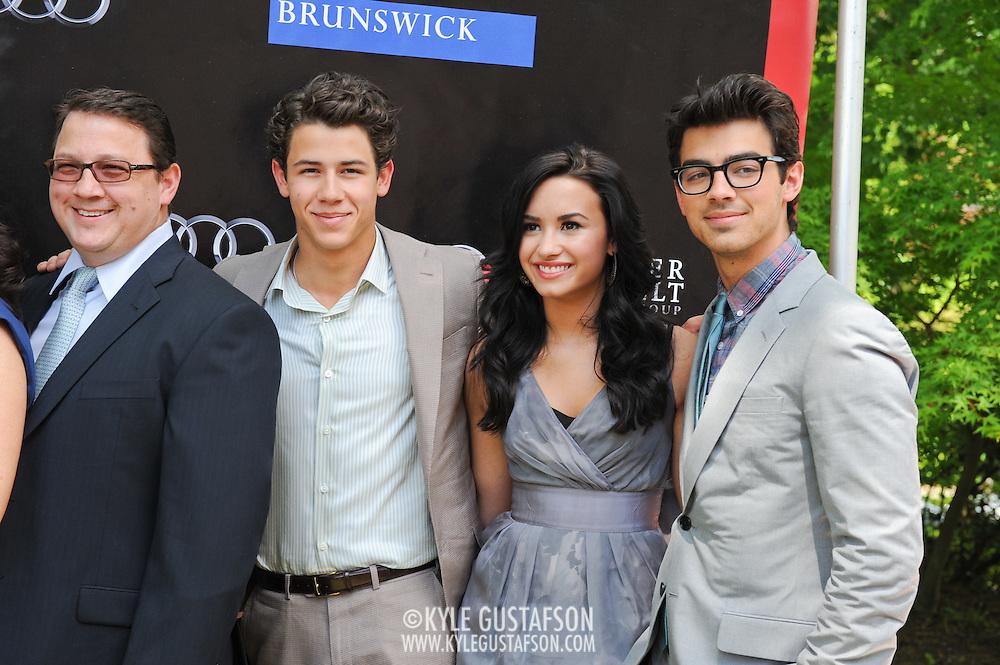 Kevin Jonas Sr., Nick Jonas, Demi Lovato and Joe Jonas