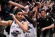 DESCRIZIONE : Bologna Lega A 2014-2015 Granarolo Bologna Dolomiti Energia Trento<br /> GIOCATORE : Jeremy Hazell<br /> CATEGORIA : postgame tifosi<br /> SQUADRA : Granarolo Bologna<br /> EVENTO : Campionato Lega A 2014-2015<br /> GARA : Granarolo Bologna Dolomiti Energia Trento<br /> DATA : 11/01/2015<br /> SPORT : Pallacanestro<br /> AUTORE : Agenzia Ciamillo-Castoria/M.Marchi<br /> GALLERIA : Lega Basket A 2014-2015<br /> FOTONOTIZIA : Bologna Lega A 2014-2015 Granarolo Bologna Dolomiti Energia Trento<br /> PREDEFINITA :