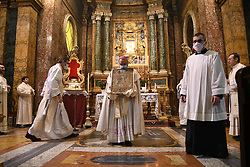 """Livio Corazza Bishop of Forl""""-Bertinoro holding in his hands the Blessed Virgin with the child considered the protector of the city """"Virgen del Fuoco"""" in the Cathedral of Santa Mar'a del Fiore during a religious ceremony to ask the end of the coronavirus pandemic. On April 19, 2020 in Florence, Italy. Photo by Albano Venturini/Eyepix/ABACAPRESS.COM"""
