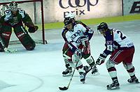 Ishockey,  Vålerenga - Frisk/Asker 17. september 2001.  Niclas Barklund (34), Vålerenga, og Patric Englund (27), Vålerenga.