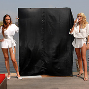 NLD/Amsterdam/20070610 - Presentatie Playboy's Playmates Collectors Special Edition, playmate en model, Dorien Rose Duinker en Melisa Schaufeli
