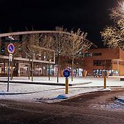 NLD/Huizen/20101129 - Nachtelijk straten gemeente Huizen, Plein 2000, bibliotheek