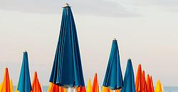 THEMENBILD - geschlossene, bunte Sonnenschirme, aufgenommen am 16. Juni 2018, Lignano Sabbiadoro, Österreich // closed, colorful parasols on 2018/06/16, Lignano Sabbiadoro, Austria. EXPA Pictures © 2018, PhotoCredit: EXPA/ Stefanie Oberhauser