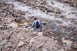 THEMENBILD - eine Frau bei einem Gebirgsbach am Hintersee, aufgenommen am 23. Juni 2019 in Mittersill, Österreich // a woman by a mountain stream at the Hintersee, Mittersill, Austria on 2019/06/23. EXPA Pictures © 2019, PhotoCredit: EXPA/ JFK