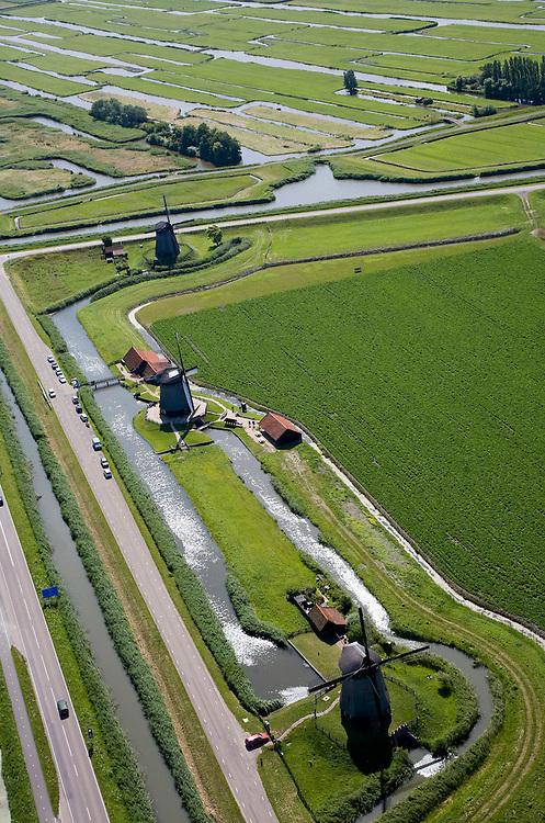 Nederland, Noord-Holland, Schermerhorn, 14-07-2008; molengang aan de Noordervaart: in verband met het niveauverschil tussen de polder Schermer (voorgrond) en de boezem (de ringvaart op het tweede plan) zijn drie opeenvolgende molens nodig om het water vanuit de polder uit te slaan; de bijnamen van de molens zijn (van boven naar beneden) de waker, de slaper, de dromer, in de achtergrond Eilandspolder; Gouden Eeuw, Schermerpolder, poldermolen, museummolen, toerisme, attractie, toeristische attractie. .luchtfoto (toeslag); aerial photo (additional fee required); .foto Siebe Swart / photo Siebe Swart