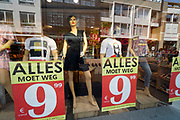 Nederland, Nijmegen, 12-8-2020 Winkel in de binnenstad houdt uitverkoop .. Foto: ANP/ Hollandse Hoogte/ Flip Franssen