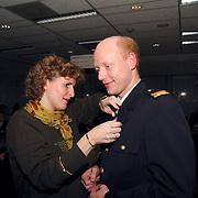 Huldiging jubilarissn brandweer Huizen door burgemeester Verdier, Jaap Weijermans en vrouw Katinka