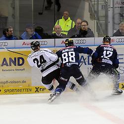 ERC Ingolstadt verteidigt Puck gegen Thomas Sabo Ice Tigers auf dem Bild 24 Marcus Weber (Spieler Thomas Sabo Ice Tigers), 88 Brandon McMillan (Spieler ERC Ingolstadt) und 12 Martin Davidek (Spieler ERC Ingolstadt) beim Spiel in der DEL, ERC Ingolstadt (blau) - Nuenrberg Ice Tigers (weiss).<br /> <br /> Foto © PIX-Sportfotos *** Foto ist honorarpflichtig! *** Auf Anfrage in hoeherer Qualitaet/Aufloesung. Belegexemplar erbeten. Veroeffentlichung ausschliesslich fuer journalistisch-publizistische Zwecke. For editorial use only.
