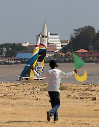 Wau (kites) Flying show (S. Takir). Monsoon Cup 2009. Kuala Terengganu, Malaysia. 5 December 2009. Photo: Sander van der Borch / Subzero Images