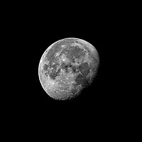Waining Gibbous Moon (92%). Autumn Nights in New Jersey. Image taken with a Fuji X-T1 camera and 100-400 mm OIS lens (ISO 200, 400 mm, f/16, 1/60 sec)