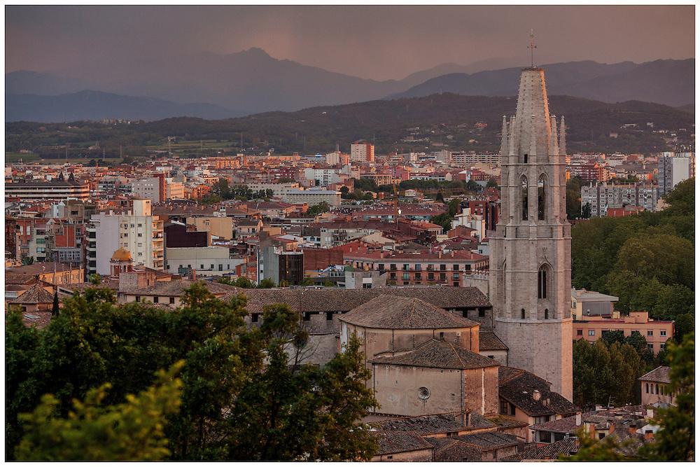 04 de maig de 2013. Bateig de Roby i Luna a la parròquia de San Luis Gonzaga de Barcelona. <br /> Fotografies de Toni Vilches Fotografia.<br /> Tots els drets reservats.<br /> <br /> Contacte: Toni Vilches<br /> tonivilches@tonivilches.com<br /> 629 300 963<br /> GIRONA