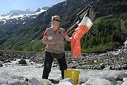 Alexandra Mätzler (Limnologie) GEO-Tag der Artenvielfalt im Nationalpark Hohe Tauern 2013. Österreich.