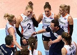 04-01-2016 TUR: European Olympic Qualification Tournament Nederland - Duitsland, Ankara <br /> De Nederlandse volleybalvrouwen hebben de eerste wedstrijd van het olympisch kwalificatietoernooi in Ankara niet kunnen winnen. Duitsland was met 3-2 te sterk (28-26, 22-25, 22-25, 25-20, 11-15) / Maret Balkestein-Grothues #6, Femke Stoltenborg #2, Myrthe Schoot #9, Laura Dijkema #14, Coach Giovanni Guidetti