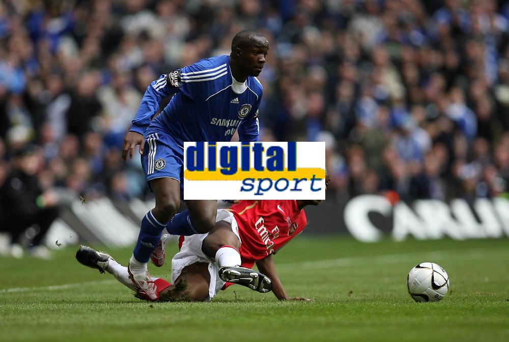 Photo: Rich Eaton.<br /> <br /> Chelsea v Arsenal. Carling Cup Final. 25/02/2007.Lassana Diarra left of Chelsea evades Arsenals Kolo Toure