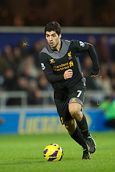 30.12.2012, Loftus Road, London, ENG, Premier League, Queens Park Rangers vs FC Liverpool, 20. Runde, im Bild Liverpool's two-goal hero Luis Alberto Suarez Diaz in action against Queens Park Rangers during the English Premier League 20th round match between Queens Park Rangers and Liverpool FC at Loftus Road, London, Great Britain on 2012/12/30. EXPA Pictures © 2012, PhotoCredit: EXPA/ Propagandaphoto/ David Rawcliffe..***** ATTENTION - OUT OF ENG, GBR, UK *****