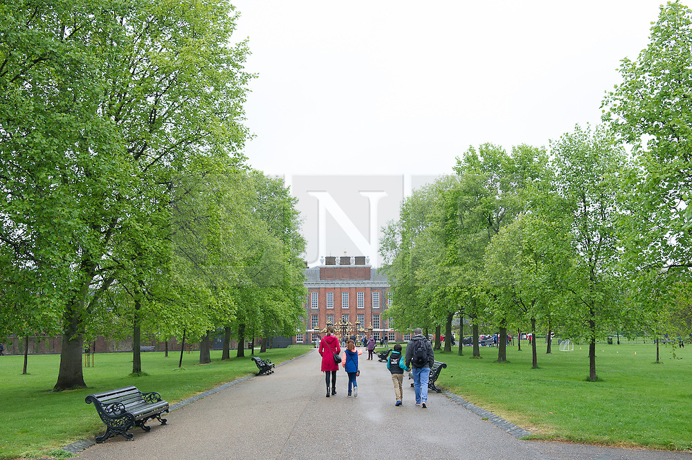 © London News Pictures. 03/04/15. London, UK. Tourists walk towards Kensington Palace as the new royal Princess spends her first morning at Kensington Palace, Central London. Photo credit: Laura Lean/LNP