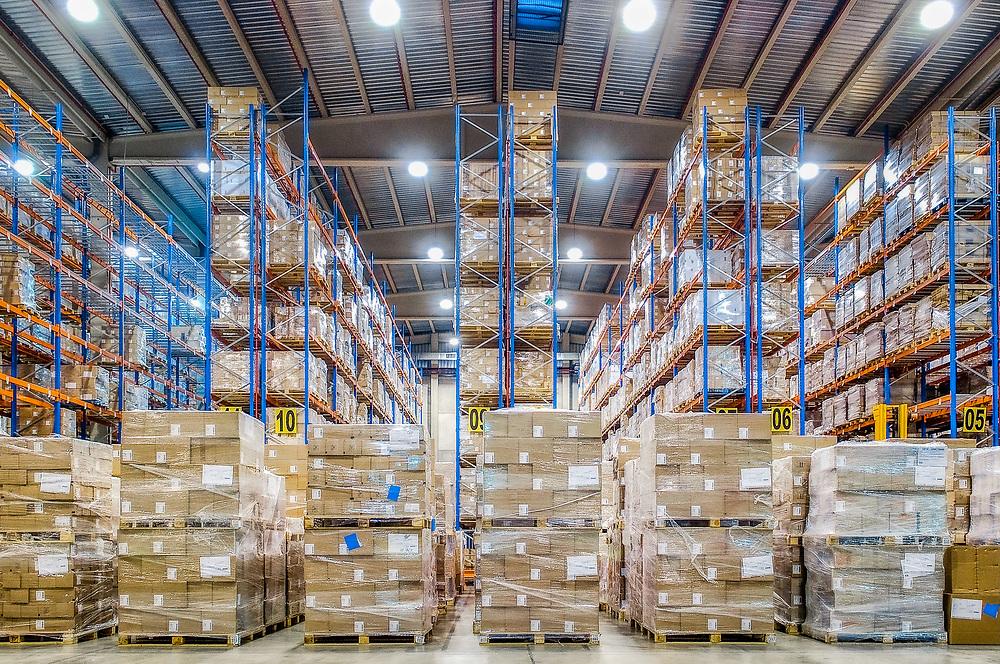 """Sanofi va aider Pfizer-BioNTech à conditionner son vaccin et promet """"plus de 100 millions de doses"""" d'ici la fin 2021.<br /> The warehouse of the Sanofi distribution center in Leganes, Spain.<br /> L'entrepôt du centre de distribution de Sanofi à Leganes, Espagne."""