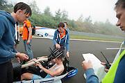 Vincent houdt met een checklist bij of niets wordt vergeten in de voorbereiding van de recordpoging. In Duitsland probeert het Human Power Team Delft en Amsterdam (HPT), dat bestaat uit studenten van de TU Delft en de VU Amsterdam, het uurrecord te verbreken op de Dekrabaan met de VeloX4. Dat staat momenteel op 90,4 km. In september wil het HPT daarna een poging doen het wereldrecord snelfietsen te verbreken, dat nu op 133 km/h staat tijdens de World Human Powered Speed Challenge.<br /> <br /> Vincent checks if nothing is forgotten in the preparation of the record attempt. The Human Power Team Delft and Amsterdam, consisting of students of the TU Delft and the VU Amsterdam, tries to set a new hour record on a bicycle with the special recumbent bike VeloX4. The current record is 90,4 km. They also wants to set a new world record cycling in September at the World Human Powered Speed Challenge. The current speed record is 133 km/h.