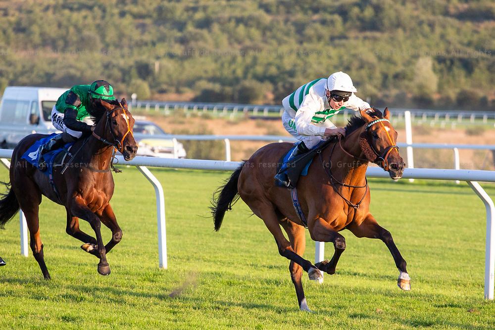 Ffos Las Racecourse, Trimsaran, Wales, UK. Wednesday 5 September 2018. Altra Vita (jockey Luke Morris) on the way to winning the Weatherbys General Stud Book Handicap (Race 6)