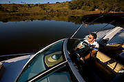 Varginha_MG, Brasil...Lagoa de um condominio de luxo em Varginha, Minas Gerais. Na foto um empresario que vende lanchas e jetki...Lagoon a wealthy condominium in Varginha, Minas Gerais. In the picture a businessman who sells boats and jetkis...Foto: LEO DRUMOND / NITRO