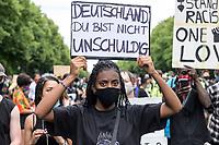 """04 JUL 2020, BERLIN/GERMANY:<br /> Demonstratin mit Plakat """"Deutschland Du bist nicht unschuldig"""", Demonstration gegen Rassismus unter dem Motto """"Black Lives Matter"""" auf der Strasse des 17. Juni<br /> IMAGE: 20200704-01-047<br /> KEYWORDS: Demonstraten, Demonstrant, Demonstratin, Demo, Protest, protester, Protesters, PoC, Brandenburger Tor"""