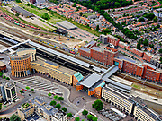 Nederland, Utrecht, Amersfoort, 21–06-2020;  overzicht van NS station Amersfoort, met stationsbuurt en kantoren.<br /> Overview railway station Amersfoort.<br /> luchtfoto (toeslag op standaard tarieven);<br /> aerial photo (additional fee required)<br /> copyright © 2020 foto/photo Siebe Swart