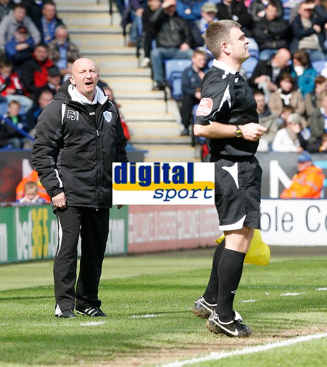 Photo: Steve Bond/Richard Lane Photography. <br />Leicester City v Colchester United. Coca Cola Championship. 12/04/2008. Ian Holloway (L) addresses a linesman