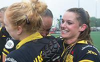 DEN BOSCH -  Vreugde bij Margot van Geffen, Maartje Paumen en Lidewij Welten ,  na   de tweede finalewedstrijd tussen de vrouwen van Den Bosch en SCHC (2-0)  en het behalen van de titel.    COPYRIGHT  KOEN SUYK