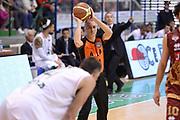 DESCRIZIONE : Siena Lega A 2013-14 Montepaschi Siena Umana Venezia<br /> GIOCATORE : arbitro <br /> CATEGORIA : passaggio<br /> SQUADRA : Montepaschi Siena<br /> EVENTO : Campionato Lega A 2013-2014<br /> GARA : Montepaschi Siena Umana Venezia<br /> DATA : 11/11/2013<br /> SPORT : Pallacanestro <br /> AUTORE : Agenzia Ciamillo-Castoria/GiulioCiamillo<br /> Galleria : Lega Basket A 2013-2014  <br /> Fotonotizia : Siena Lega A 2013-14 Montepaschi Siena Umana Venezia<br /> Predefinita :