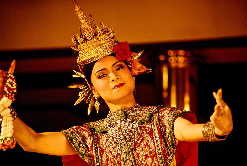 Thai Dancers, Sala Rim Naam Restaurant, Oriental Hotel, Bangkok, Thailand